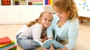 maes lendo para os filhos